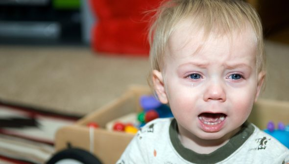 Как прекратить истерику у ребёнка